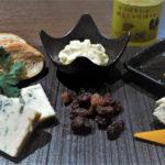 チーズの盛り合わせと生はちみつ